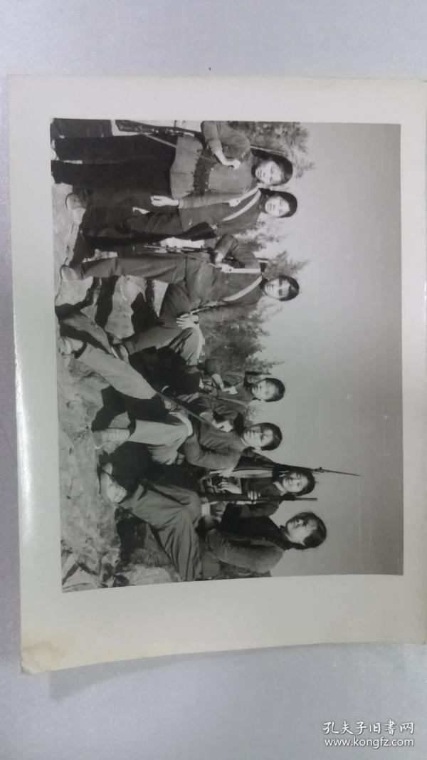 老照片——女民兵合影