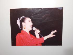 艺术照片:《女歌唱家》