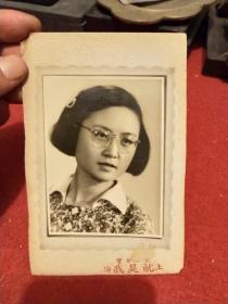 五六十年代老照片:《上海知性美女》
