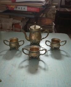 镀银四足双耳酒壶酒杯一套(金属的)1个酒壶3个酒杯