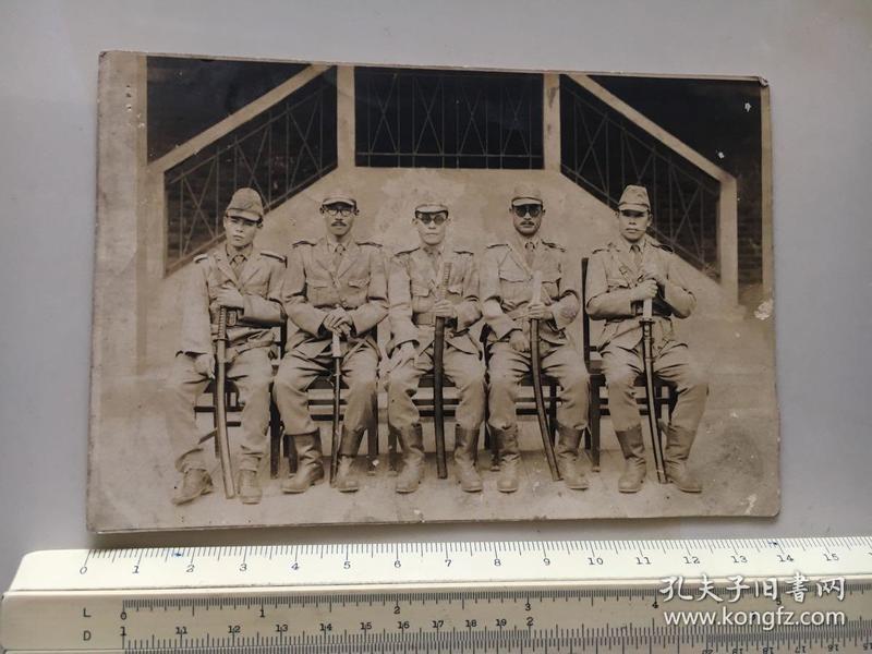 侵华日军照片:日本鬼子占领汉口后合影