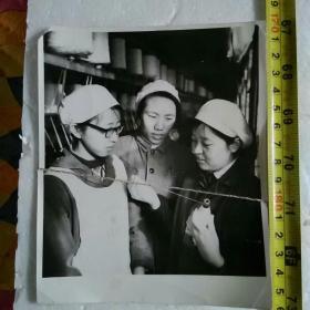 老照片;长春市毛纺织厂车间工人