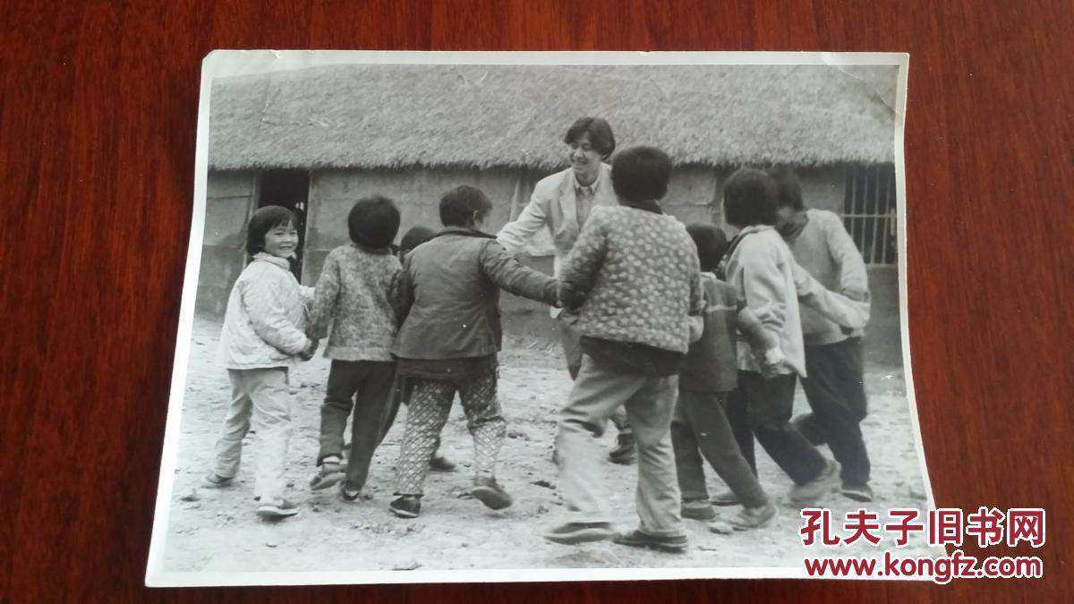 1992歌手解晓东和颍上县王家坝雨靴的希望工小学生小学图片