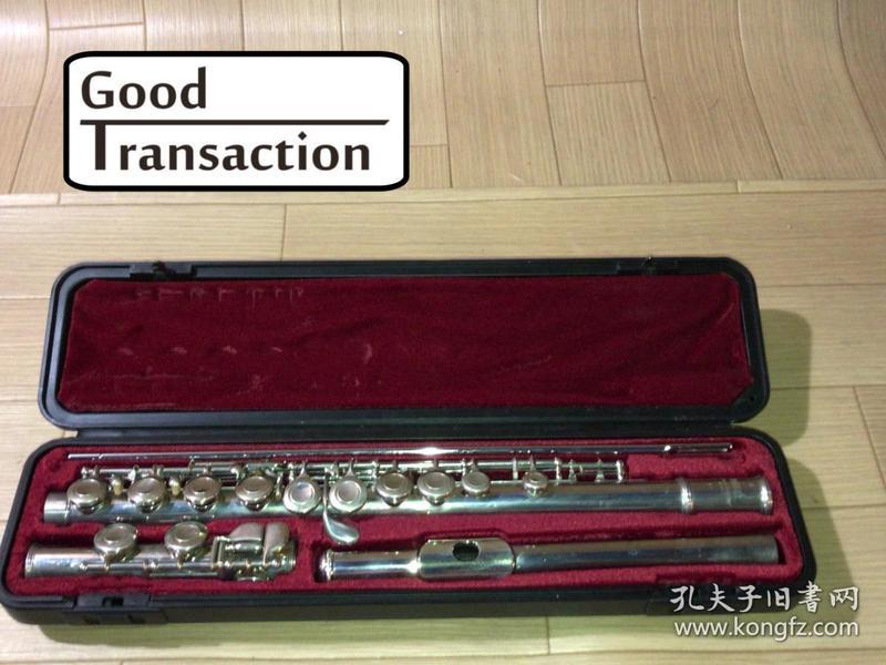 希品 日本购回品牌《原盒YAMAHA(雅马哈)长笛一件》 品相好 可以正常使用 钢管直径1.8CM 全长70CM 长笛上写有YAMAHA YFL--211 JAPAN(雅马哈 型号 YFL--211 日本制) 可以上网收索正品的价格