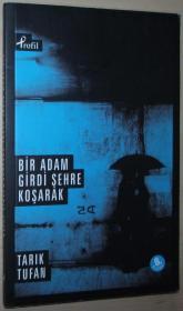 土耳其语原版书 Bir Adam Girdi Şehre Koşarak
