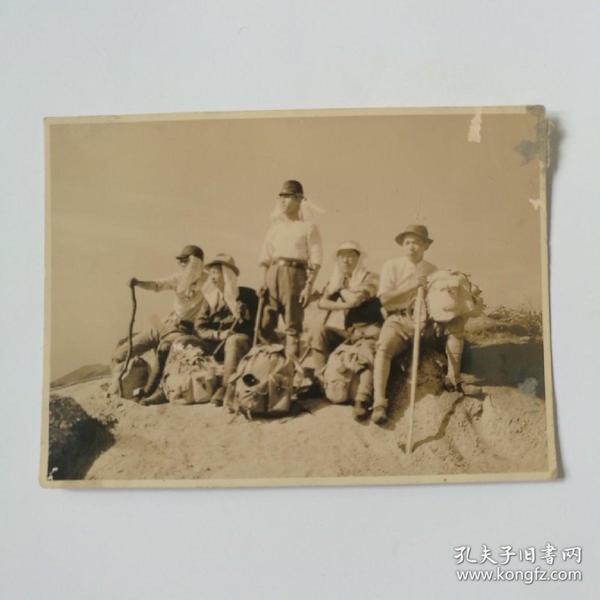 日军勘探挖墓队照片