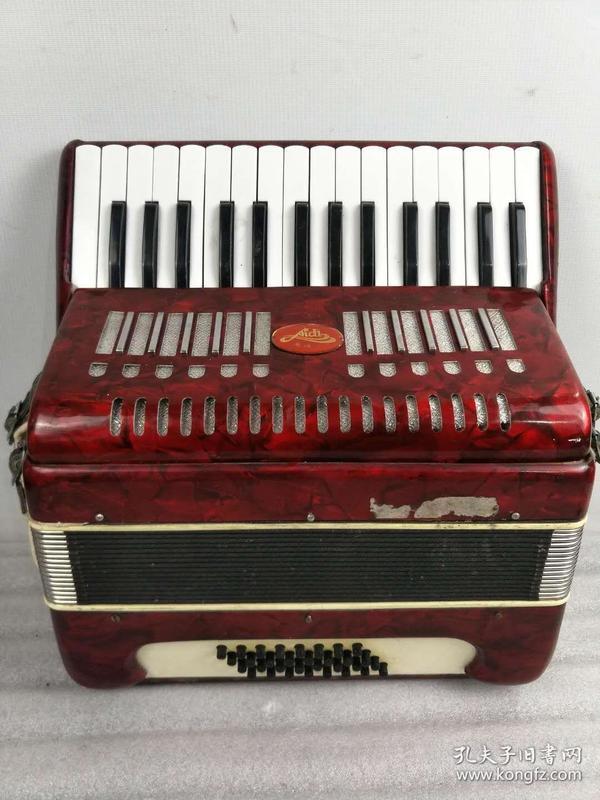 文革时期,爱迪牌老手风琴,包存完整,正常使用,包老