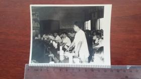 1962作家陈登科在反对美国入侵越南的会议上发言