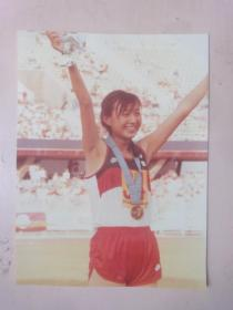 女子冠军运动彩色照片