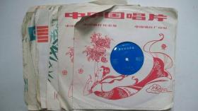 1982年出版DB-0461-25CM薄膜细纹《侯宝林相声选》唱片一套12张