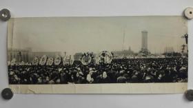 No.12     1976年四五运动天安门广场悼念周总理现场原版长幅照片,30x12厘米,银盐纸基,如此大幅的四五照片较少。保留价380元