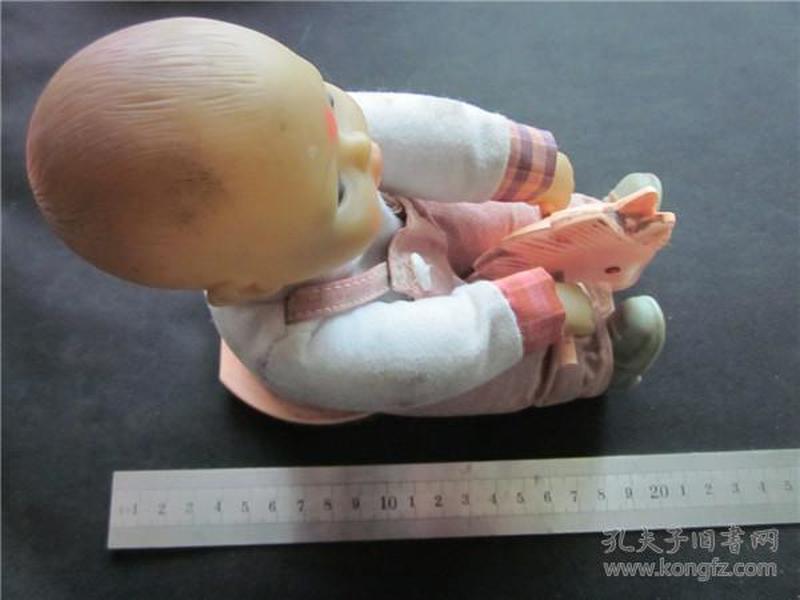 上世纪80年代小娃娃骑马造型老玩具。