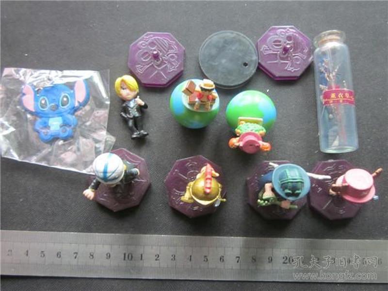 海贼王题材玩具小摆件一组。