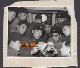 文革时期的展览照片,海军一起学习毛主席著作,帽子还有特色