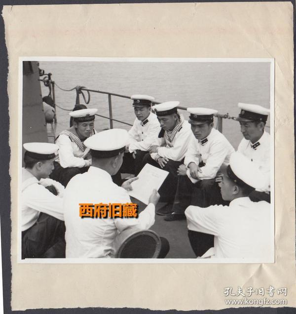 文革时期的展览照片,海军在战舰上学习