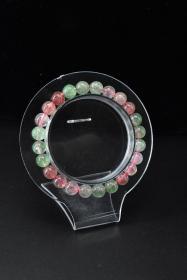 《马达加斯加草莓晶饰品》手串一个 纯天然 粉草莓晶12颗,绿草莓晶12颗 单颗水晶尺寸:7.7mm 总重量14.90g 。手串周长:14cm