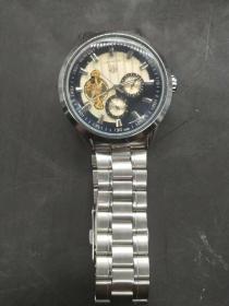 卡莱拉手表,重量130克。代理可以转图加价,运费自理。