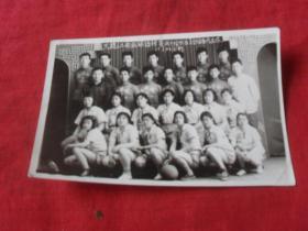55年老照片---《黑龙江省篮球锦标赛齐齐哈尔区大会依安代表队55.5.26》老照片的魅力恰恰记录了心灵的回想!向过往的年代致敬