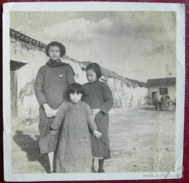 民国老照片:民国三个女孩,画面感官不错。【桐阴委羽系列】