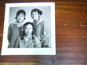 老照片三姐妹1968年青春友谊1寸半