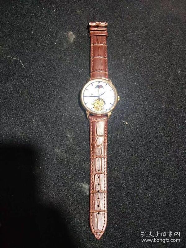 江诗丹顿手表,重量170克。代理可以转图加价,运费自理。