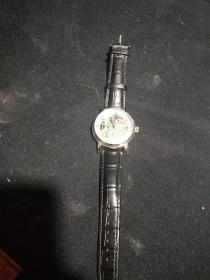 百达翡丽手表,重量180克。代理可以转图加价,运费自理。