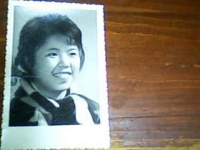 老照片 2寸女青年