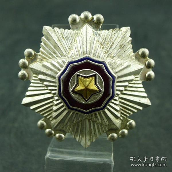 朝鲜战役纪念章抗美援朝保家卫国朝鲜人民共和国颁发三等国旗勋章保真包老徽章纪念章收藏