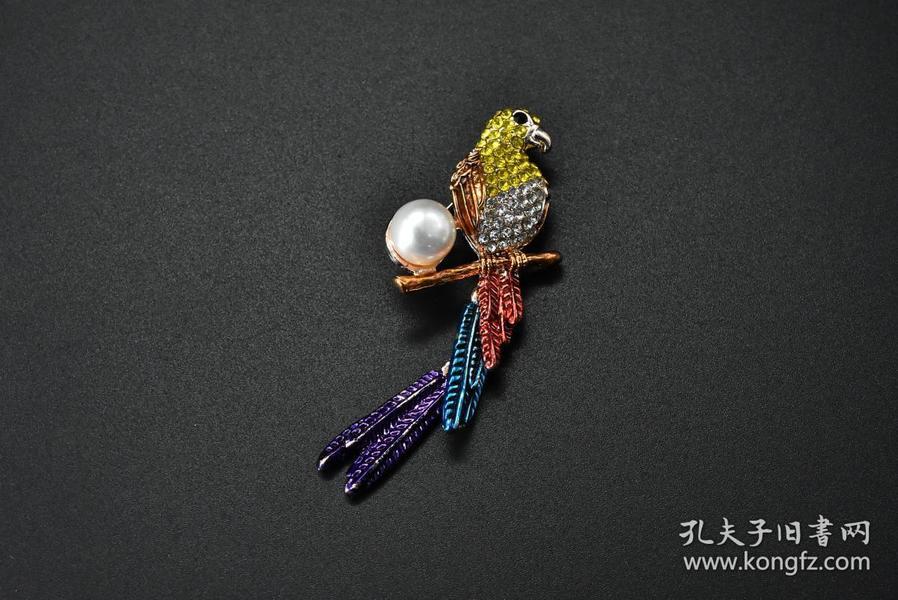 全新 珍珠胸针 一件 珍珠直径:9mm 有盒