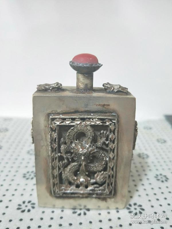 【保真白铜鎏银】浮雕刻【龙图鼻烟壶】文银款,烟盒,铜盒,小摆件、收藏把玩鼻烟壶!长为厚度