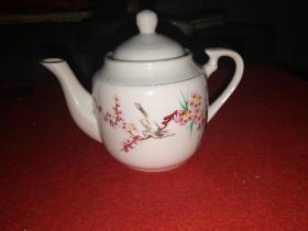 精美淡雅瓷器老茶壶——品佳