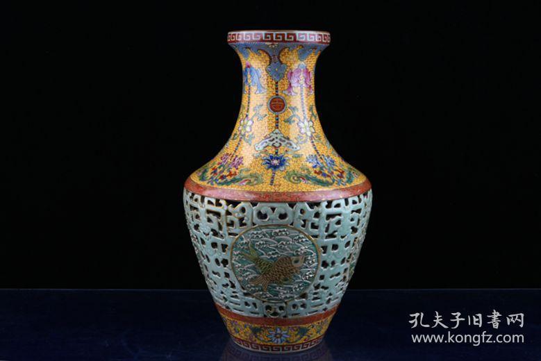 清乾隆年制珐琅彩描金豆青釉雕刻镂空连年有余纹花瓶