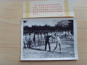 老照片:【※1960年,广东新会县(江门市新会区)青少年业余体校,学员在练习标枪※】