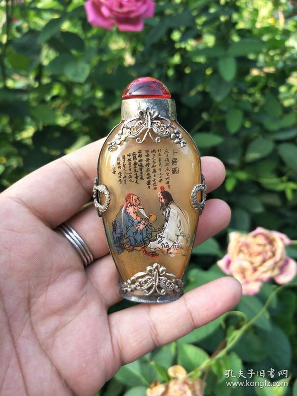 老式鼻烟壶、琉璃手工艺【卜居图】落款纹银、创意特色老货鼻烟壶、古装饰摆件收藏、把玩白铜鼻烟壶。。