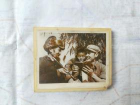 黑白老照片 解放军和孩子、老百姓 学习