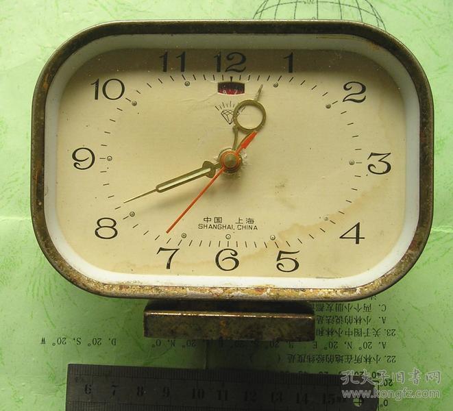 70-80年代上海钻石牌老式机械发条闹钟图片