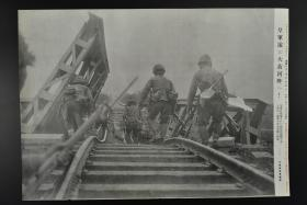 侵华史料 《黄河畔的日军》读卖新闻社 黑白老照片一张  徒骇河铁路桥被破坏 图为正在渡河的日军精锐部队  1937年 右侧有事件详细说明