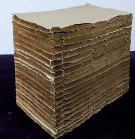 清大开本木刻【三国演义】原装一百二十回20册全,具有典型明代风格的人物版画40幅全,刻画细腻,人物形象生动,毛发衣饰清晰可辨。极为初刻初印,雕錾精整,字迹明丽。历史演义经典之作。大开本。小说类收藏的必备首选之书。品相上佳