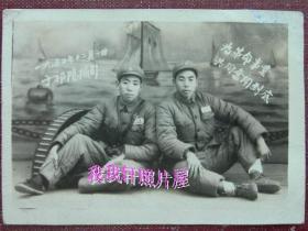 """老照片:解放军,""""为革命事业共同奋斗到底""""1950年于湖南祁阳。背题:李晓峰(赠)——共同前进呀!争取光荣到底!印章上""""五角星八一""""【陌上花开系列】"""