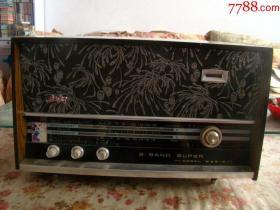 红灯711型电子管收音机(成色保存很好)收听正常,快递费30元