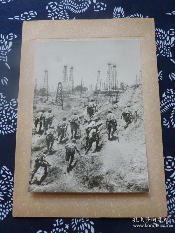 民国大幅银盐照片 1942年日军占领缅甸油田 背面有文字说明 1942年日本读卖新闻社发行