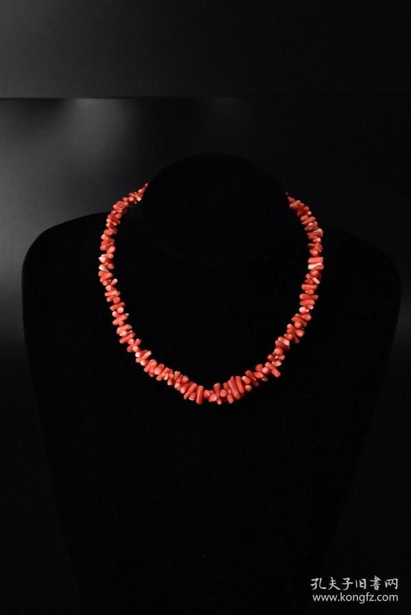 (S0260)《日本珊瑚项链》一条 天然珊瑚项链   全长:40cm 总重量:29.63克 中间单颗珊瑚尺寸14*4*4mm   珊瑚自古即被视为祥瑞幸福之物,它代表高贵与权势,是幸福与永恒的象征