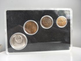 乡下收的一套长城纪念币