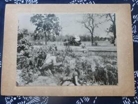 民国大幅银盐照片 1942年3月日军在缅甸战场与中国远征军和英军交战 背面有文字说明 1942年日本读卖新闻社发行