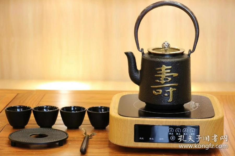 【超值低价套装】轻奢方型电陶炉,静音无辐射,三档火力,满足了烧水煮茶不同需求。可用于铁壶,铜壶,银壶,玻璃壶,紫砂壶,陶瓷壶。终身保修。套装还包括一把被誉为山泉水壶的铁壶,有百余种款式您可任意搭配,四个铁制山泉杯,一把纯铜鸡翅木的壶叉,一个铁制一体壶垫。超值低价,拍下时请将照片发给我