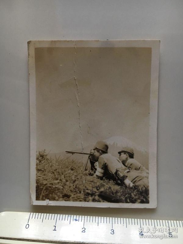 侵华日军照片:日本兵击枪射击