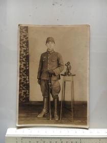 侵华日军照片:指挥刀日本军官