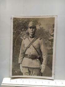 侵华日军照片:指挥刀日本兵