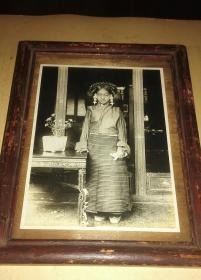 稀见1900-1920年代西藏贵族女子原版银盐照片带原框
