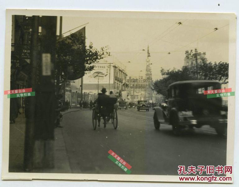 京路大世界附近繁华街道,老汽车行驶照片图片